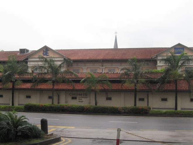 gimikan sa singapore-chijmes-formerly a convent!