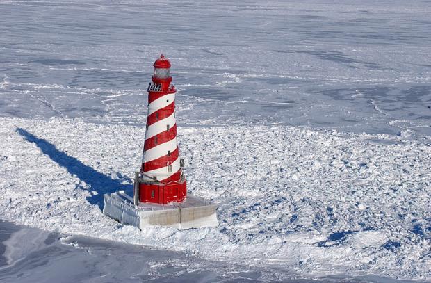800px-white_shoal_light_winter