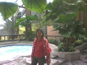 My red scarf... This is in Tagaytay, March and so cold...brrr...