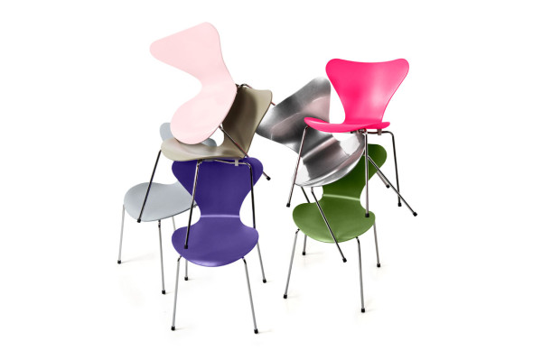 Decon-Fritz-Hansen-Series-7-Chairs-2-600x399