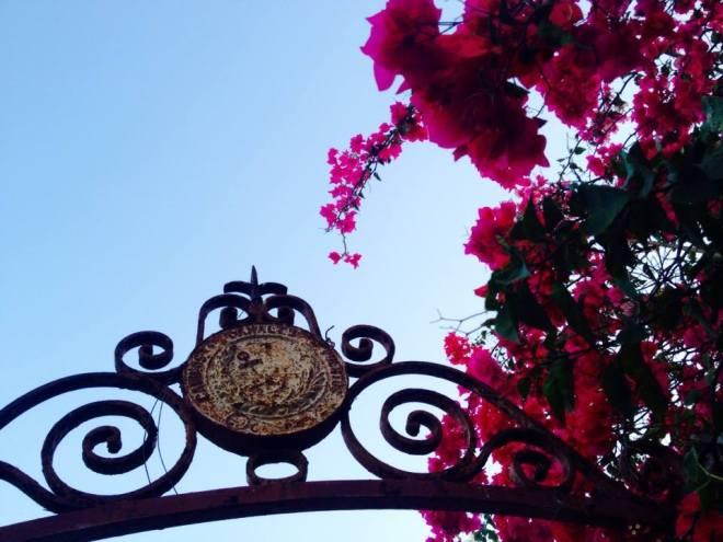 signage gate