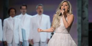 Courtesy of: http://www.cosmopolitan.co.uk/entertainment/news/a33676/lady-gaga-oscars-sound-of-music-performance/