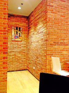 The place was themed old by using bricks..