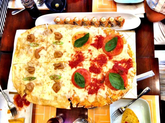 Their pizza could come in 2 different flavors. We had gambas and margherita..