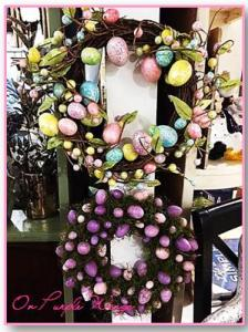Such a cool idea, egg shells, painted in pastels as Christmas wreaths and can be used for Easter too.. =)